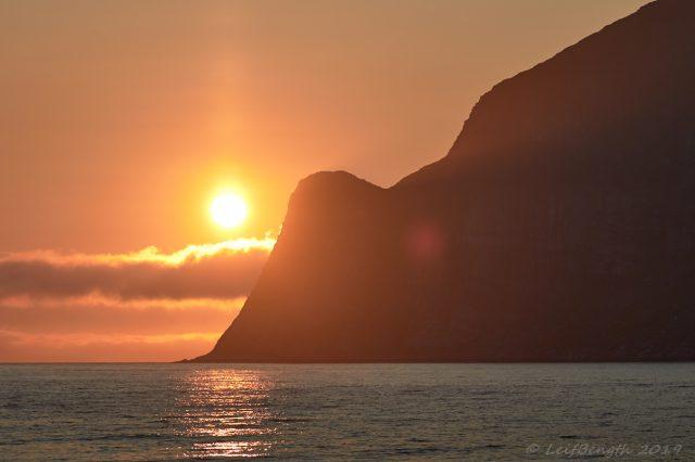 Stigande midnattssol Mefjord, Senja