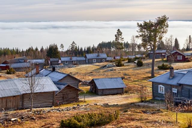 Näsberg ovan dimhöljd bygd