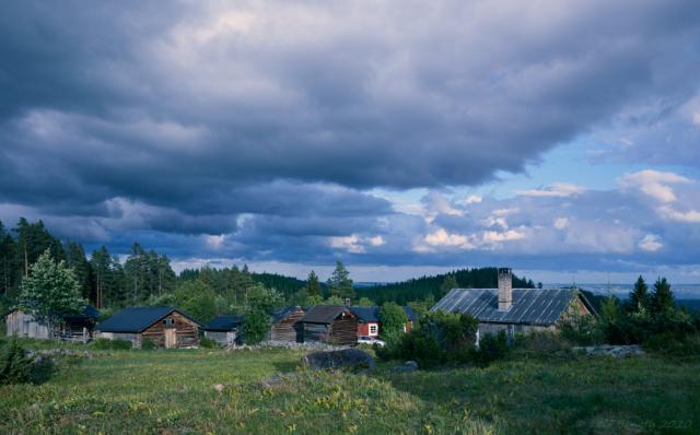 Kvällsvy över vallen mot Rödklitt och Orsabergen
