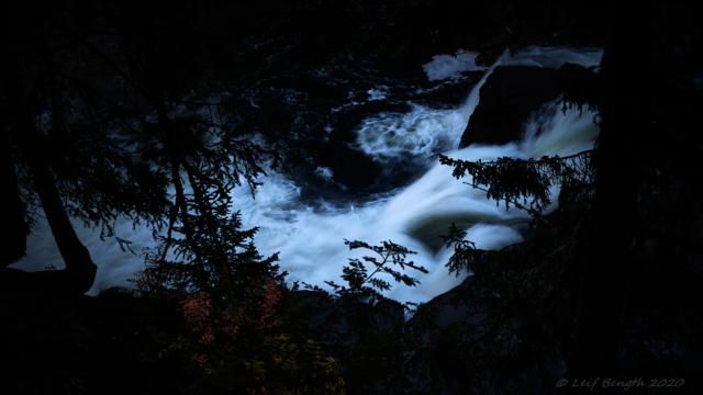 En kvällsbild strax nedströms Ristafallet