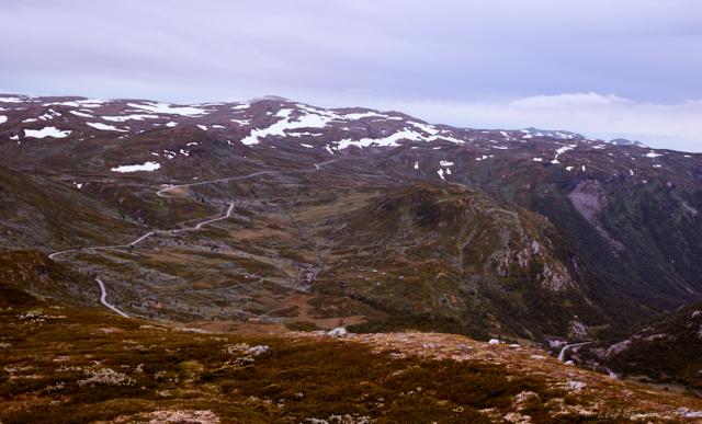 Tindevegen sedd från Sognefjellsvegen