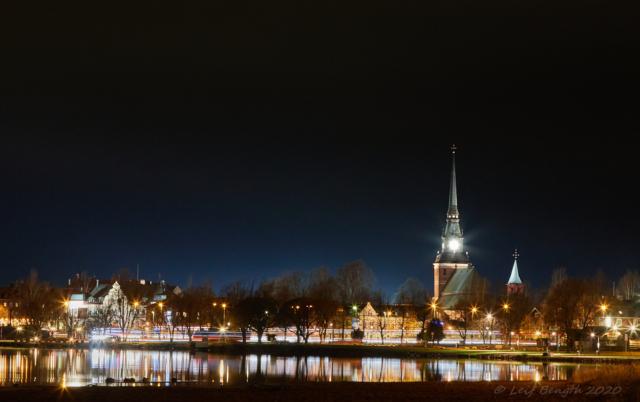 Morastrand med Mora kyrka