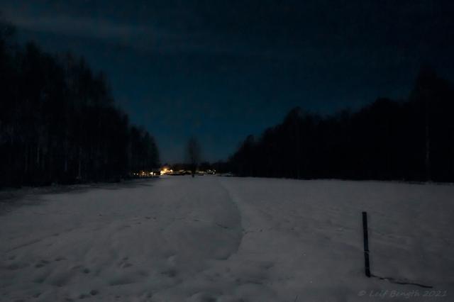 Vy i månsken mot Brändhol